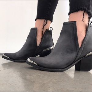 Jeffrey Campbell Cromwell Booties   Size 10